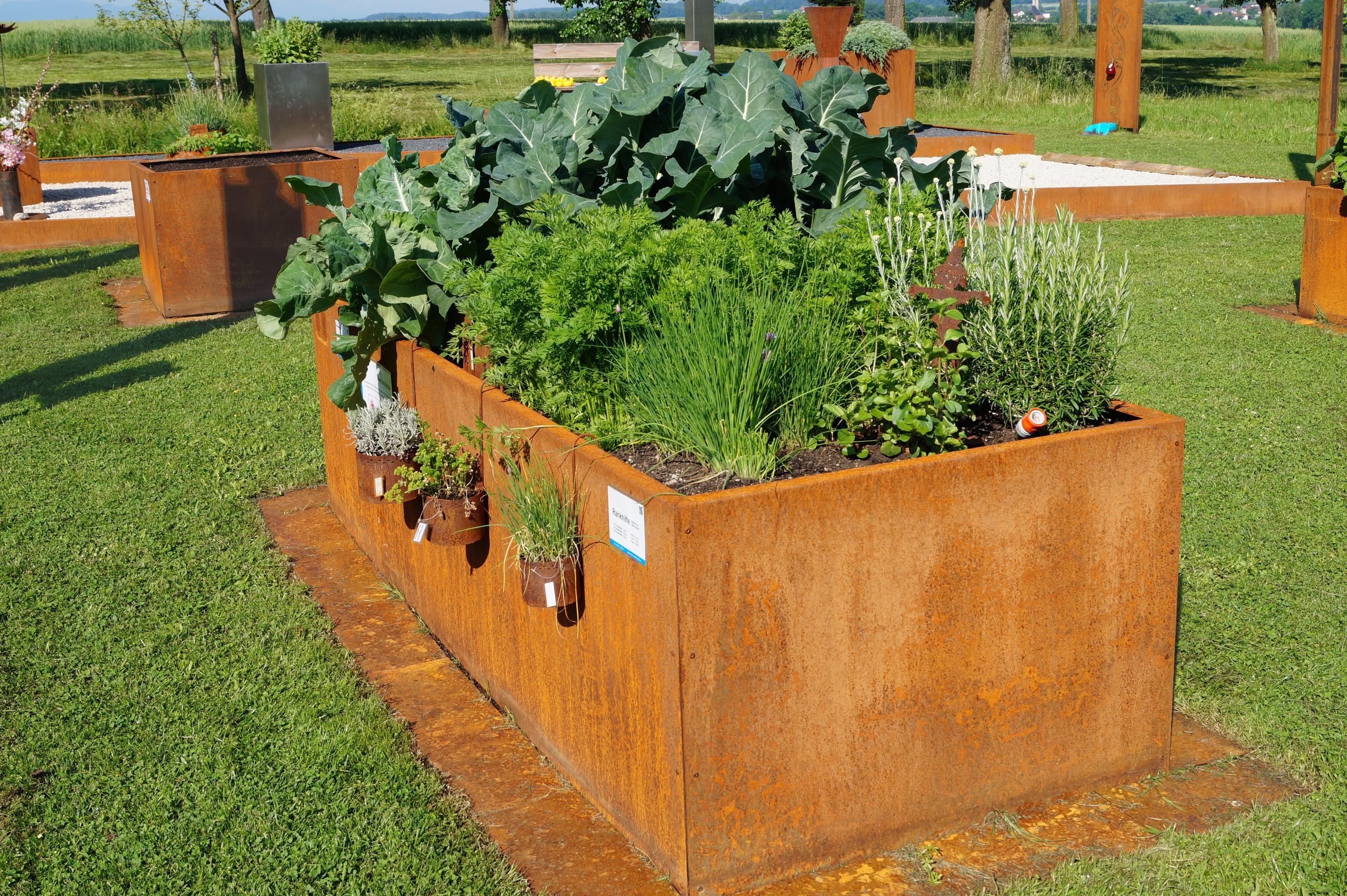 Eine Lösbare Aufgabe: Gartenarbeit Im Alter